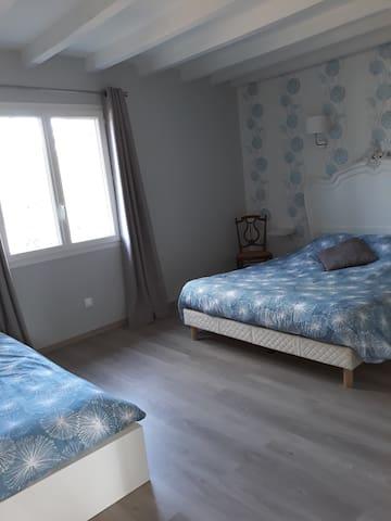 Chambre 3 (capacité 3 couchages) Lit de 160 et lit de 90