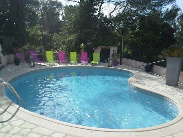 Studio indépendant avec terrasse et  accès piscine