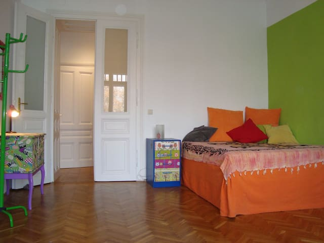 Colorful room for cat lovers - Vienna - Rumah
