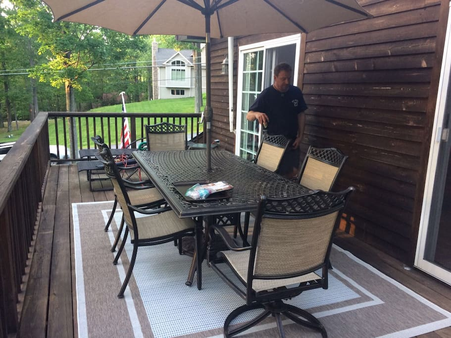 7 person outside dining area with BBQ with gorgeous sunset views