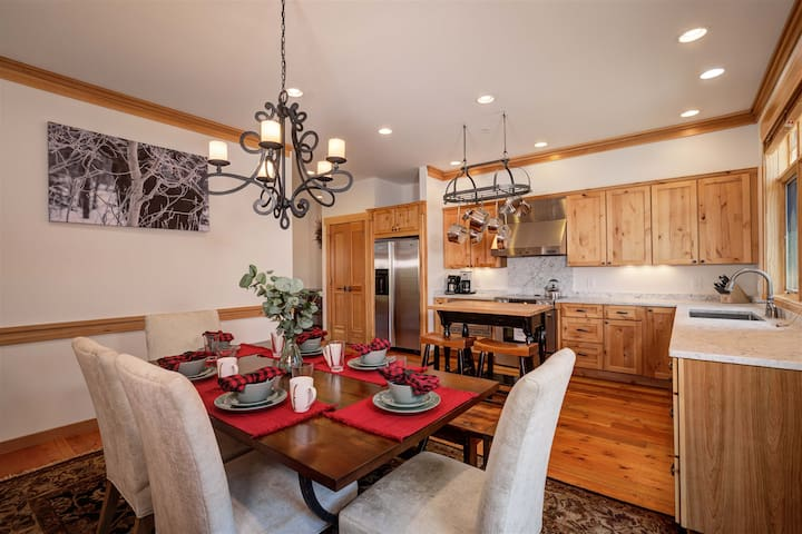 Open kitchen and dining area. Private balcony. Fully equipped chefs kitchen.