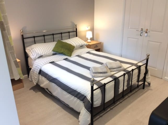 Newly renovated studio flat, close to Stansted Apt