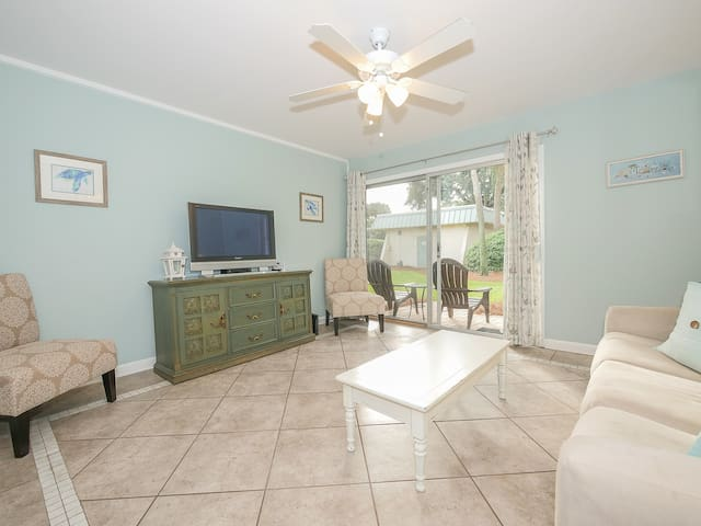 Hilton Head Cabana - Updated and Close to the Beach!