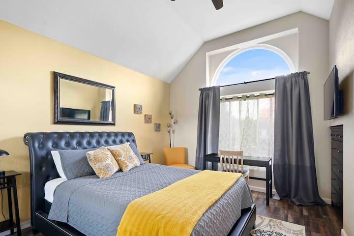 Master Suite Orangevale Newly renovated stunning!