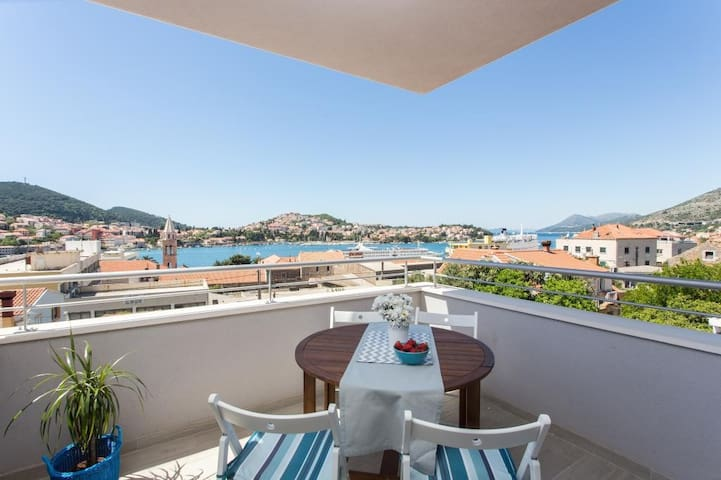 Apartments Villa Karmen - Three-Bedroom Apartment with Balcony and Sea View (Mark)