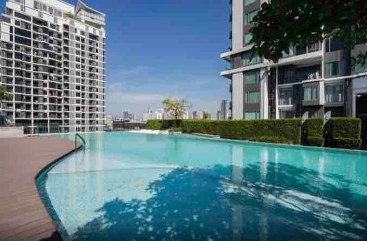 Entire 1BD Condo in Ekamai w/Gym,Pool& BTS Shuttle