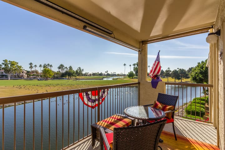 Peaceful Lakefront Condo with Golf Course Views