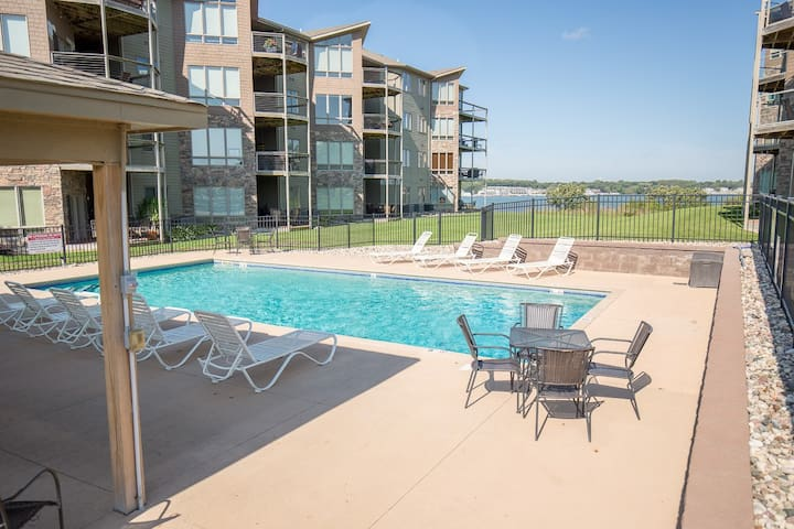 Lake Condo, Waterpark, Best Rates, Sleeps 10+