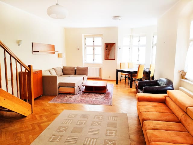 Maisonette Apartment Laura - บราติสลาวา