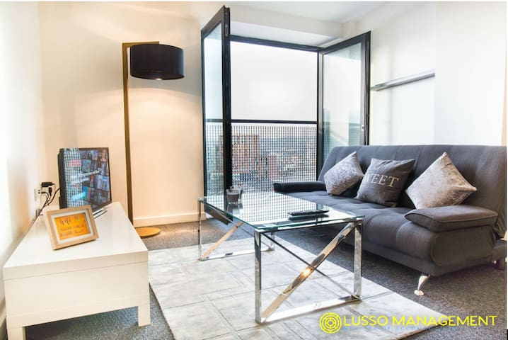 Modern 2bed apartment - Very Central