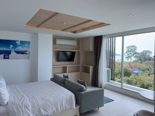 Large and cozy one bedroom with Jacuzzi , panoramic seaview