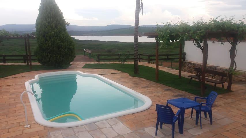 Casa Guapé na beira do Lago de Furnas
