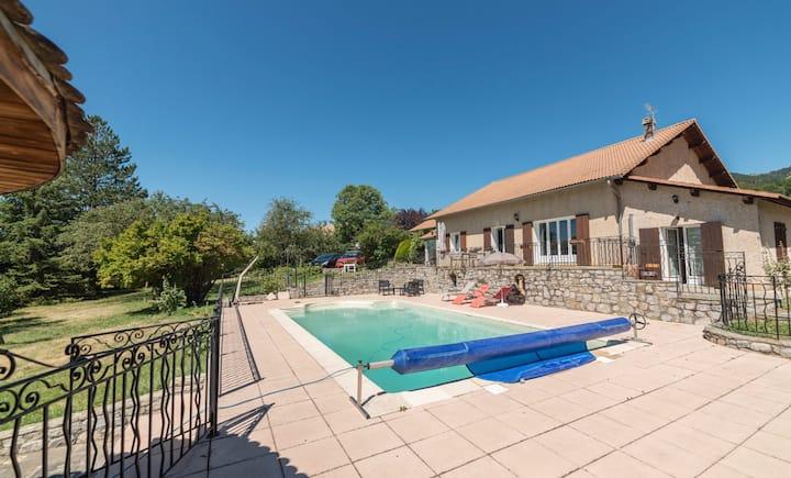 Gite indépendant avec piscine pour 4 personnes