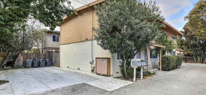 Charming 2 bedroom Mountain View Townhouse