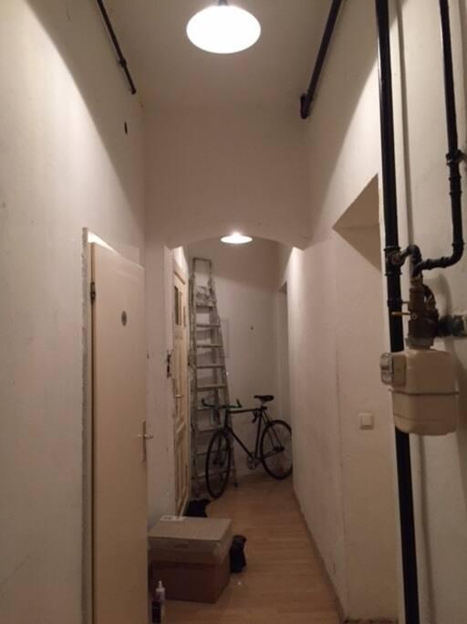 der Flur   the hallway