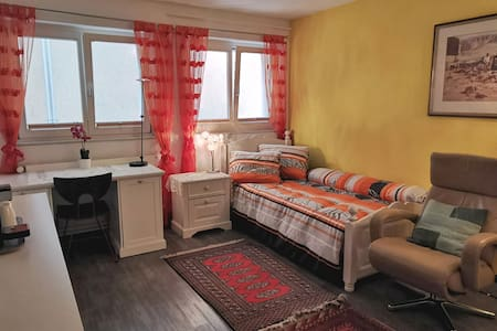 "Seaside Lucerne Budget-Room ""Zitrone"""