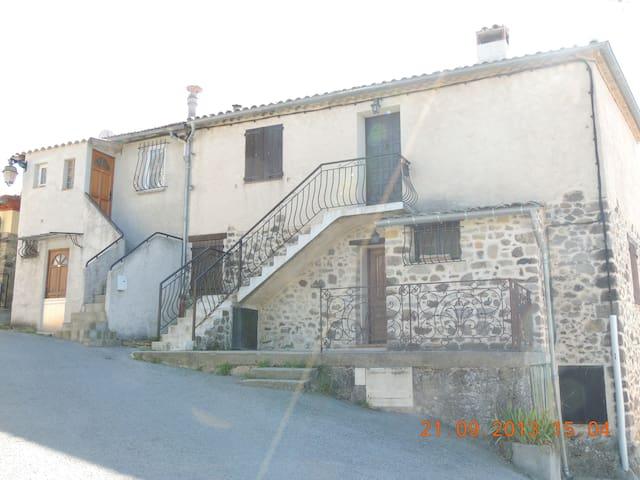 appartement dans petite maison - Saint-Antonin - Huoneisto