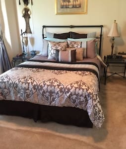 Fairfax Friendly - Private Bedroom and Bath - Fairfax