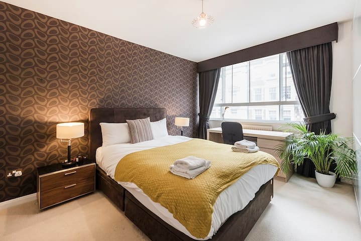 UNUSUALLY LARGE 2-BEDROOM IN BLOOMSBURY