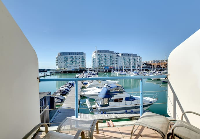 Floating Studio - Brighton