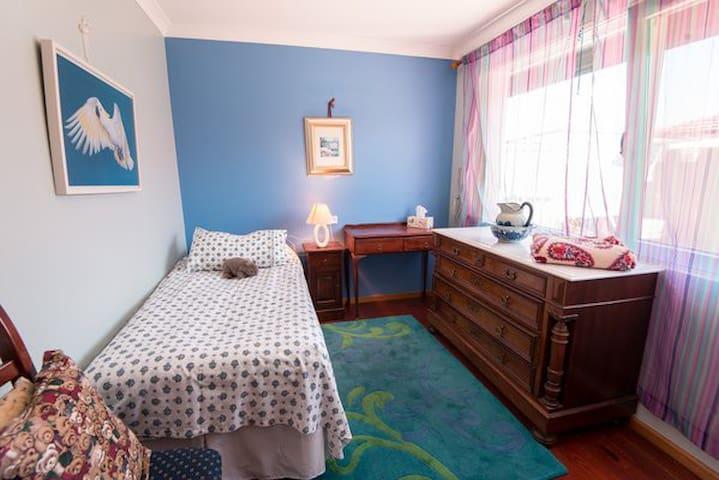 Einbettzimmer mit viel Platz für Garderobe, Single room, lots of Space for warderobe