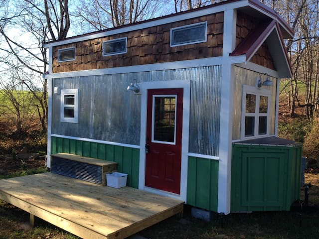 Custom Tiny House in Historic Todd!
