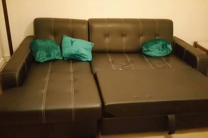 Salon avec canapé-lit à louer sur Melun.