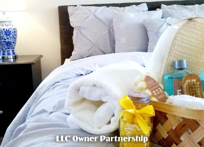 """★Residential Home: 5beds/2Ba~DtwnLV/LV """"Strip"""":LLC"""