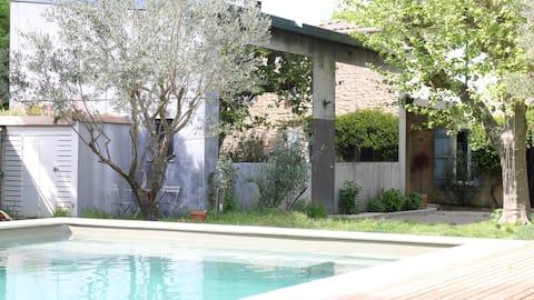 Loft contemporain avec piscine en Provence
