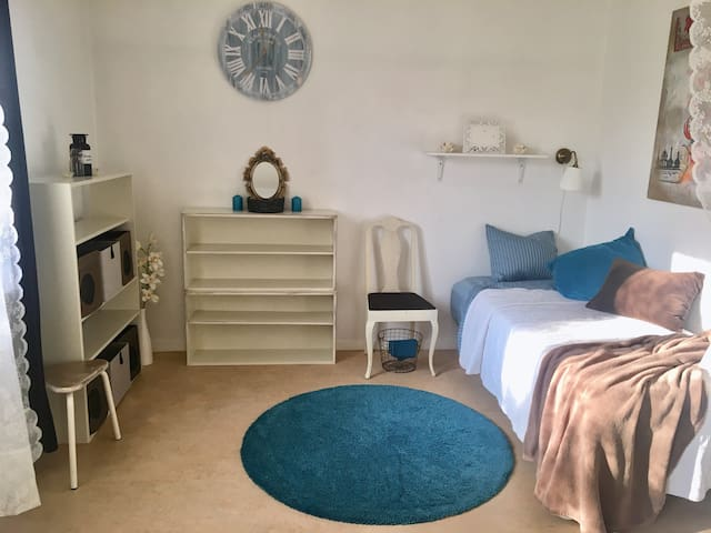 Room1, for GIRL, minimum 5 month from 1st of Sep.