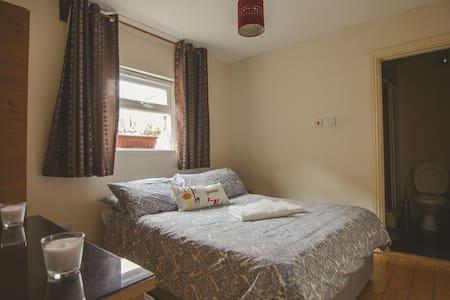 Vintage flat near city centre - Cabra - Apartment