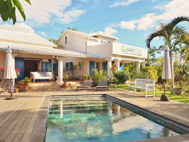 *VILLA SÉRÉNITÉ* - swimming-pool and lush garden