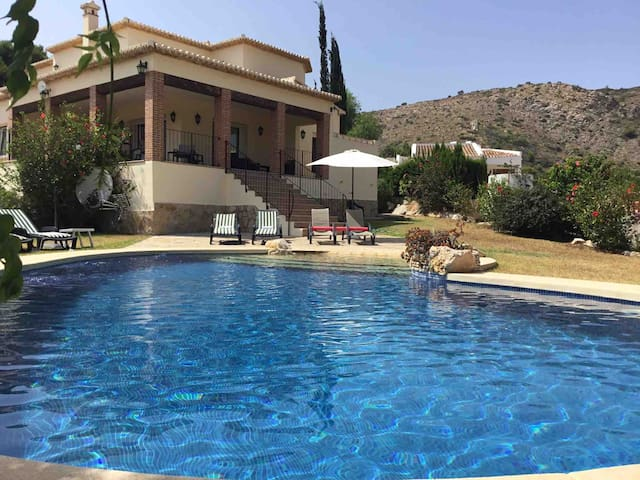 LOW PRICE! DETACHED VILLA + PRIVATE POOL + VIEWS
