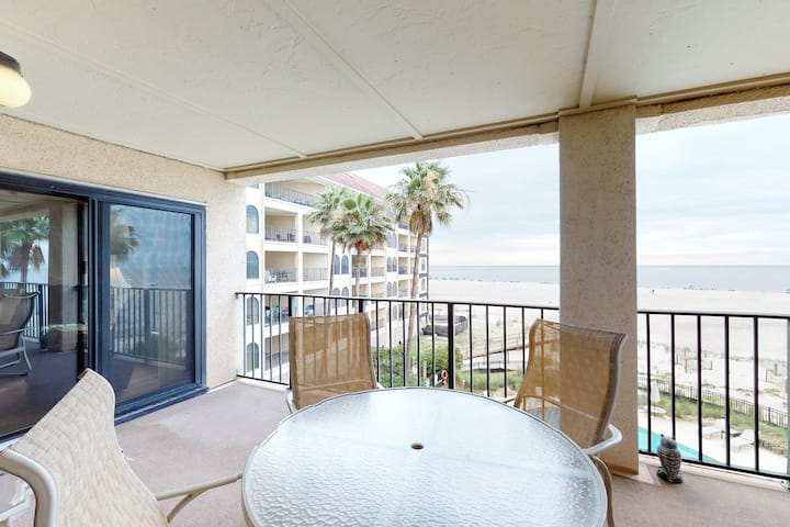 Oceanfront villa w/ great views & shared pool - walk to golf course!