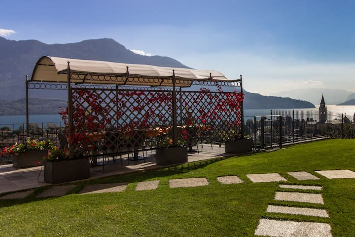 Villa Perla del Lago : Penthouse apartment - Domaso - Appartement