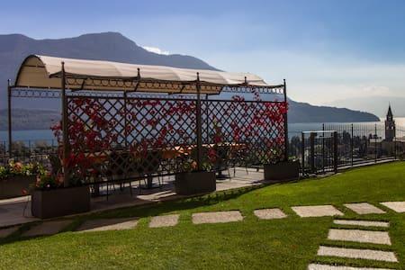 Villa Perla del Lago : Penthouse apartment - Domaso