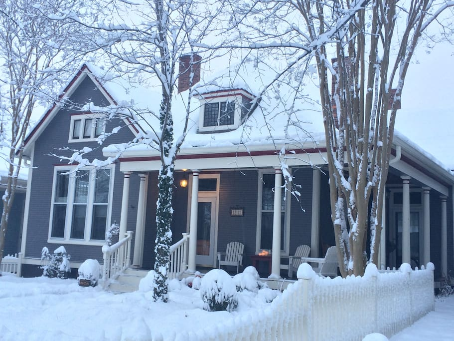 It doesn't snow often in Nashville, but when it does, our house sure does look right nice.