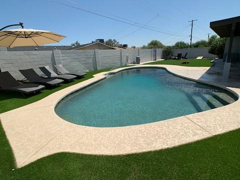 Luxury 4 Bedroom Desert Home with Pool