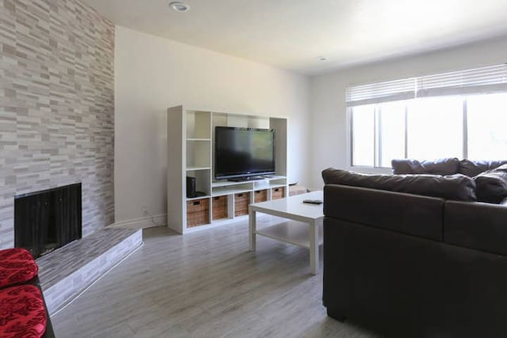 Remodeled House 7 min from SFO WiFi - Daly City - House
