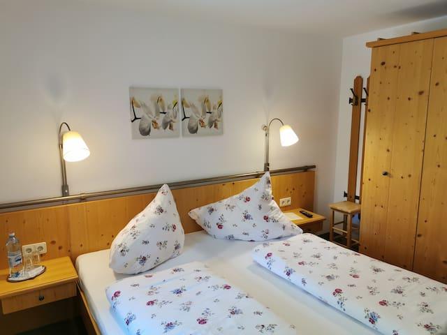 Schönes Doppelzimmer im alten Saunahaus