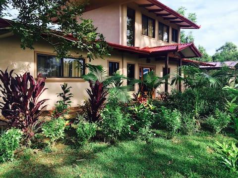 La Maison des Palmiers Rouges