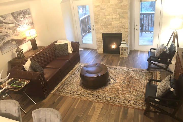 Exclusive executive townhome in downtown Ancaster