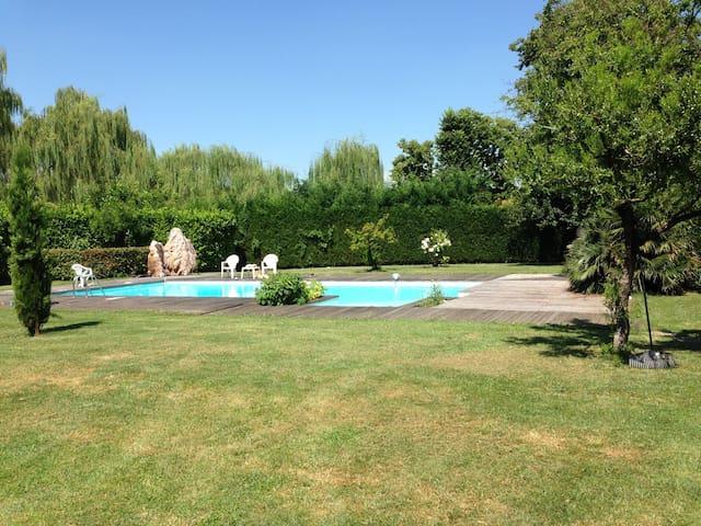 Casa con piscina a 5 min dal centro - Padova - House