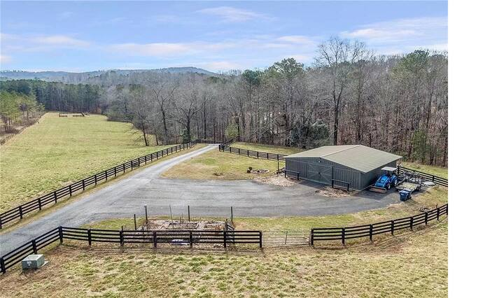 BRING YOUR HORSES - Horse Farm with 4 stall barn