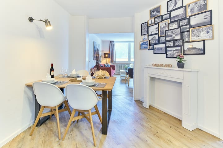 Dining area with Sauerland photo wall