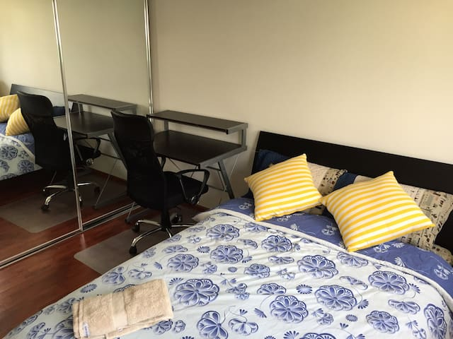 Luxury room+Own Bathroom+NBN wifi - Calamvale - Reihenhaus