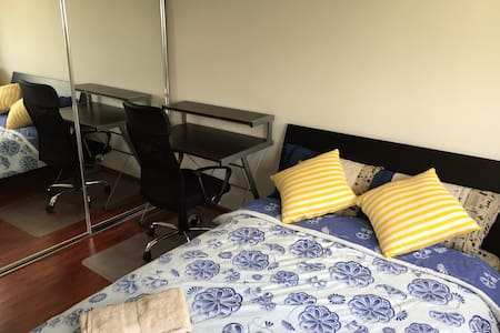 Luxury room+Own Bathroom+NBN wifi - Calamvale - Stadswoning