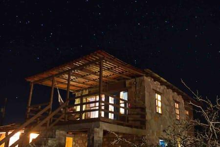 Campo Archelon: Casa de Piedra