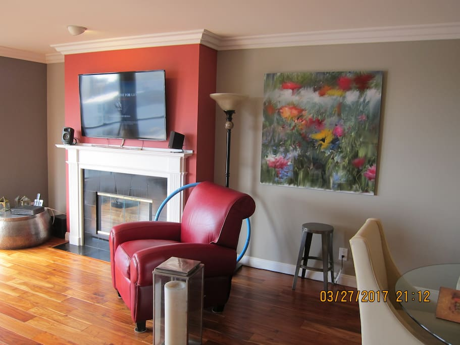 Flat screen TV, gas fireplace, Internet and Cable