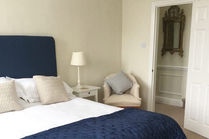 Cardew House Cottage close to centre of Alresford